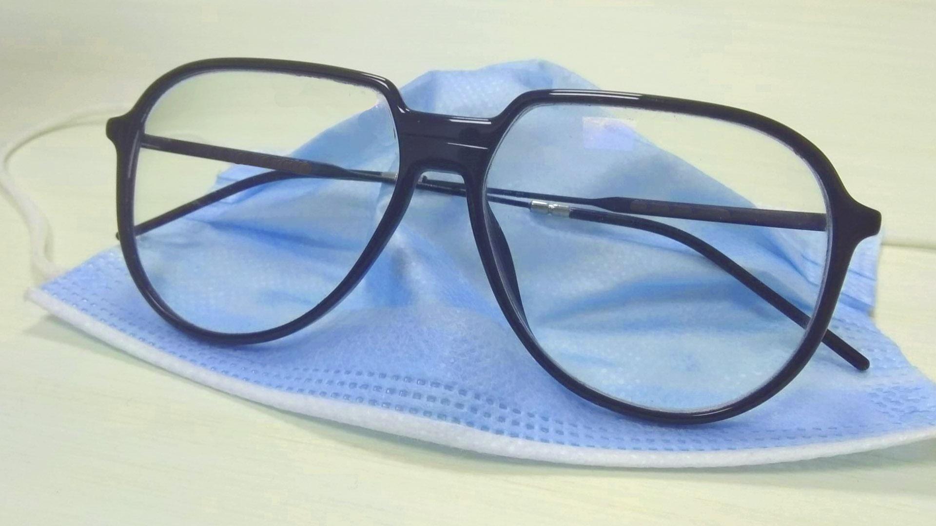 ¿Se te empañan las gafas al usar mascarilla? Entonces algo no marcha bien...